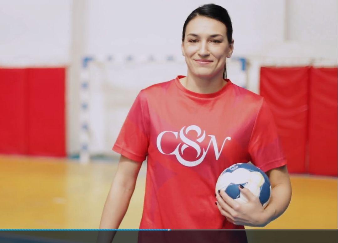 Cea mai buna handbalista a lumii, Cristina Neagu incurajeaza copiii sa isi accepte diferentele ...