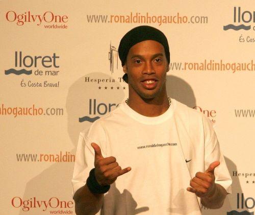 Ronaldinho joaca la OgilvyOne