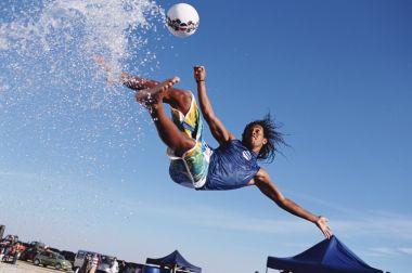 Pepsi 2005 joaca pe placa de Surf dupa Footbattle si Gladiator 2004