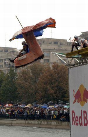 Headvertising a dat aripi Red Bull Flugtag Romania 2005
