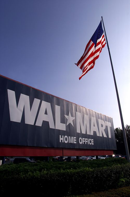 Wal-Mart, la raft cu Saatchi & Saatchi X