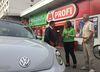 Marele premiu Promotia cu de toate PROFI, un VW New Beetle, face fericit un castigator de 66 de ani