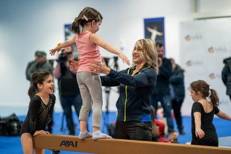 Nadia Comaneci, mandra de evolutia copiilor care se antreneaza la GymNadia, sala de gimnastica dezvoltata cu Fundatia Tiriac