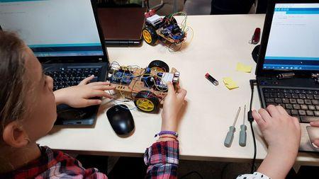O noua generatie de copii dobandesc competente digitale la Atelierele CoderDojo Bucuresti sustinute de Fundatia Telekom Romania