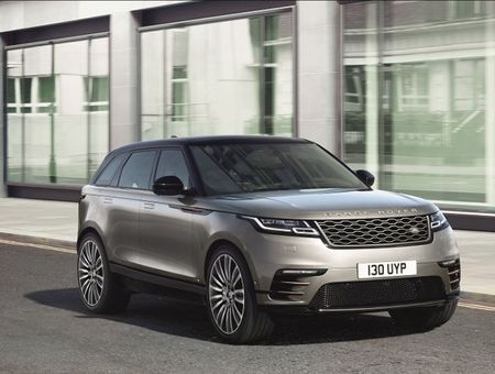 Premiera Range Rover Velar cu Inna. Artista este partener de imagine Tiriac Auto - Jaguar Land Rover