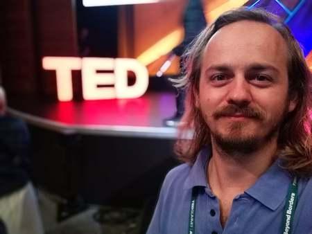 Fondatorul proiectului ,,Cartile pe fata''', Victor Miron este unul dintre cei 5 romani participanti la TEDSummit, Edinburgh