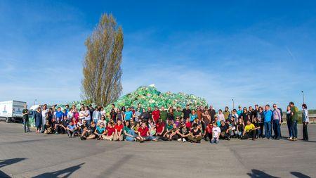 Ziua buna - Ziua Voluntarilor Mici. Peste 23.000 de elevi si profesori au strans zeci de mii de saci intr-un proiect de educare in colectarea deseurilor din plastic